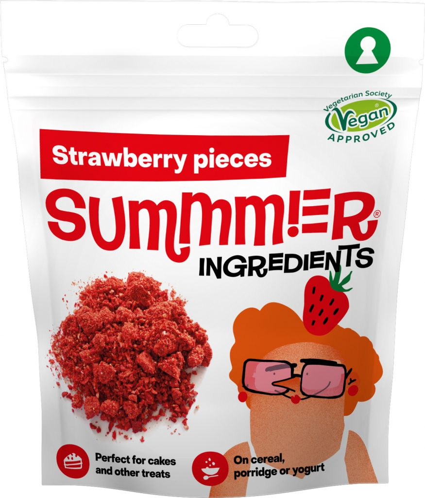 Summmer freeze-dried strawberry pieces